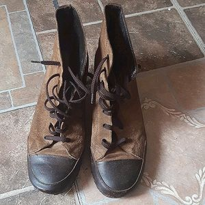 Vintage style low heel lace up booties